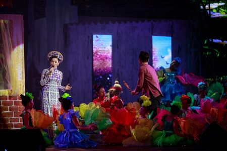 Le Quyen e then lam dam cuoi voi Quang Dung tren san khau Mua thu vang - Anh 3