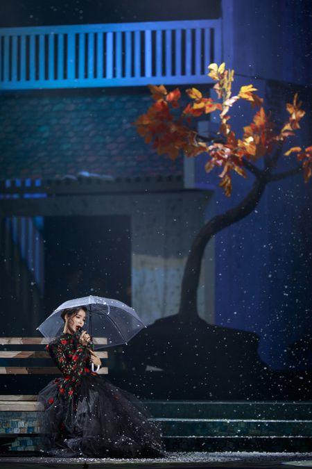 Le Quyen e then lam dam cuoi voi Quang Dung tren san khau Mua thu vang - Anh 4