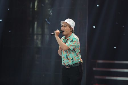 Tuan Anh cover 'Phia sau mot co gai' sang bolero khien Viet Huong thich thu - Anh 1