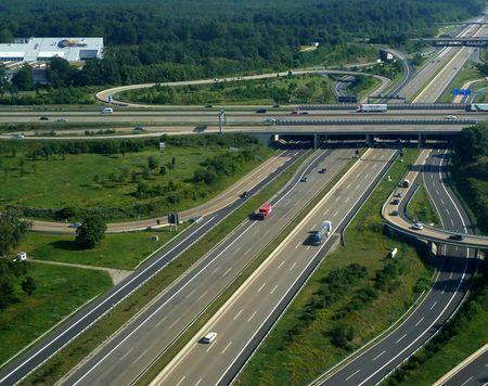 Tai sao Autobahn tai Duc khong gioi han toc do nhu My? - Anh 1