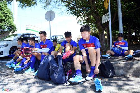 Huu Thang va hoc tro gap kho lien tiep truoc SEA Games 29 - Anh 7