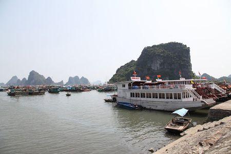 'Lac buoc' vao cang bien dep bac nhat Vinh Bac Bo - Anh 10
