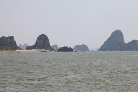 'Lac buoc' vao cang bien dep bac nhat Vinh Bac Bo - Anh 12