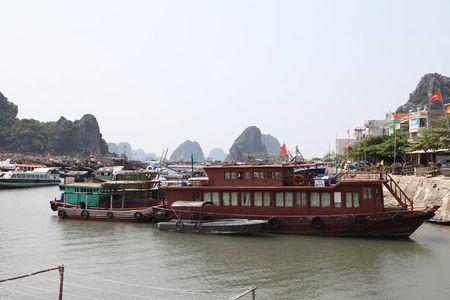 'Lac buoc' vao cang bien dep bac nhat Vinh Bac Bo - Anh 5