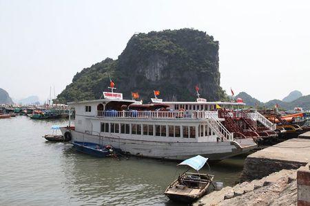 'Lac buoc' vao cang bien dep bac nhat Vinh Bac Bo - Anh 7