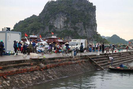 'Lac buoc' vao cang bien dep bac nhat Vinh Bac Bo - Anh 9