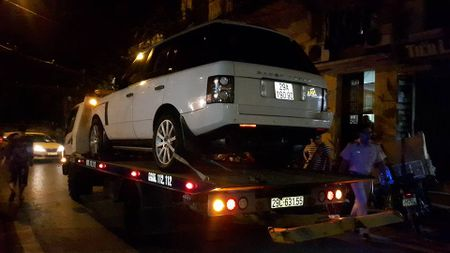 Choi ngoai duong, be trai 2 tuoi bi xe Range Rover tong tu vong - Anh 1