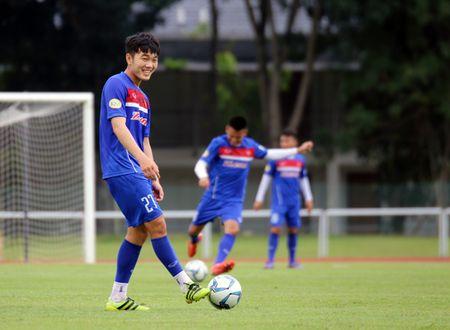 U22 Viet Nam hao hung thi tai nem bong ro, thu mon Minh Long gap chan thuong - Anh 2