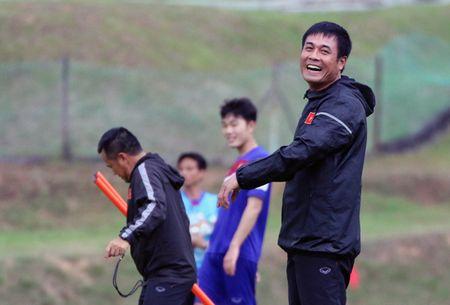 U22 Viet Nam hao hung thi tai nem bong ro, thu mon Minh Long gap chan thuong - Anh 3