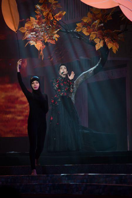 Le Quyen tua vai tinh tu Quang Dung trong liveshow Mua thu vang - Anh 10