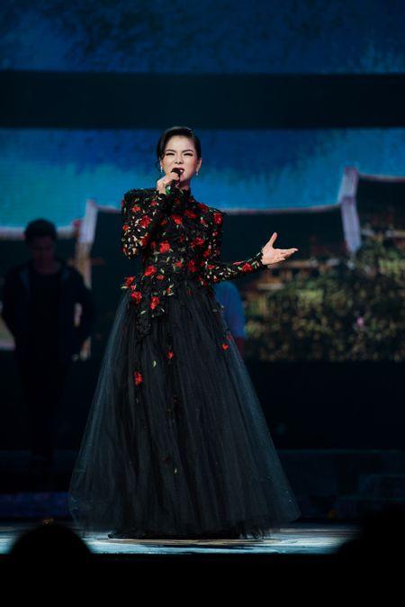 Le Quyen tua vai tinh tu Quang Dung trong liveshow Mua thu vang - Anh 11