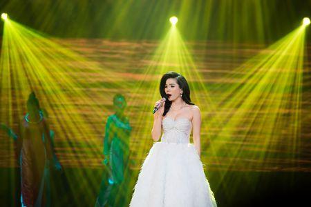 Le Quyen tua vai tinh tu Quang Dung trong liveshow Mua thu vang - Anh 1