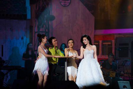 Le Quyen tua vai tinh tu Quang Dung trong liveshow Mua thu vang - Anh 2