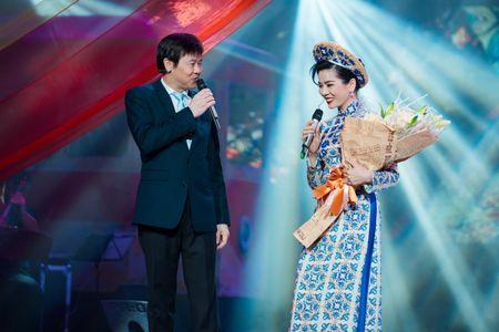 Le Quyen tua vai tinh tu Quang Dung trong liveshow Mua thu vang - Anh 8