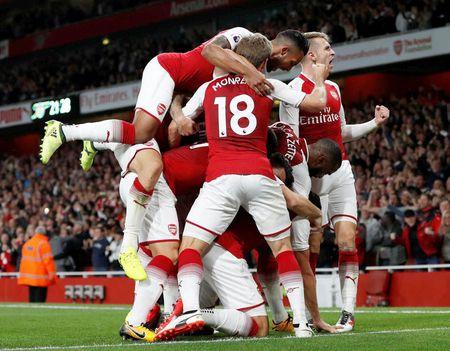 Cham diem Arsenal 4-3 Leicester: Nguoi hung Giroud van thua Lacazette - Anh 1
