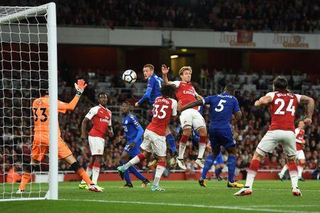 5 bai hoc tu tran Arsenal 4-3 Leicester: 'Ga son' Giroud cat tieng gay - Anh 4