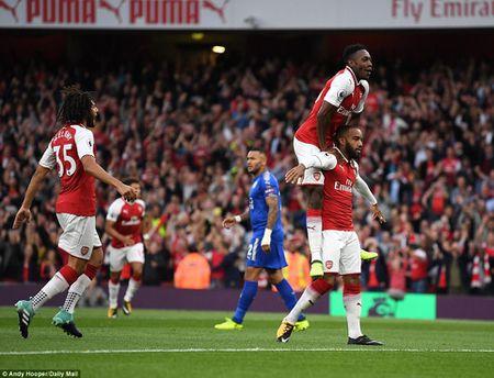 5 bai hoc tu tran Arsenal 4-3 Leicester: 'Ga son' Giroud cat tieng gay - Anh 9