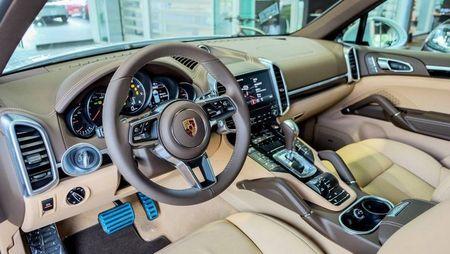Porsche Cayenne Platinum Edition gia 5,3 ty dong tai Viet Nam - Anh 2