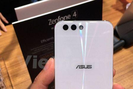 Tan mat thay nhung chiec smartphone ZenFone 4 dau tien - Anh 3