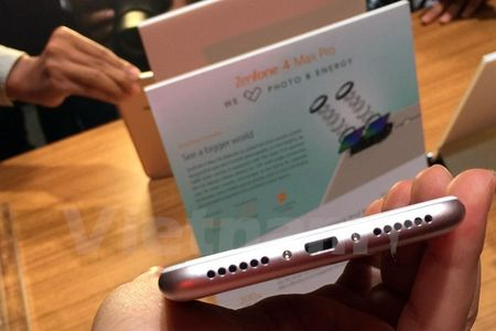 Tan mat thay nhung chiec smartphone ZenFone 4 dau tien - Anh 8