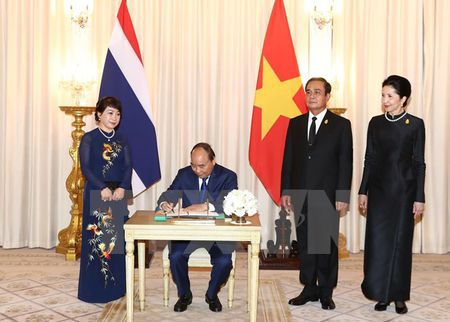 Thu tuong Nguyen Xuan Phuc va phu nhan tham Thai Lan - Anh 10