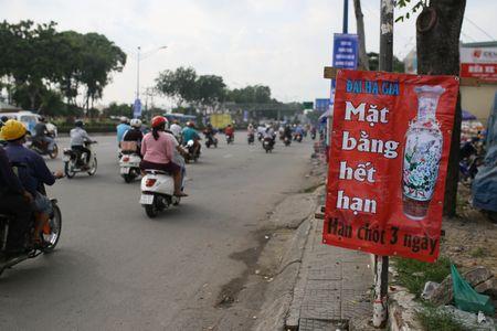 Dong loat xa hang truoc ngay tra dat quoc phong o Tan Son Nhat - Anh 3