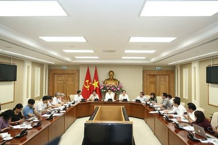 Pho Thu tuong Vu Duc Dam: Phai hoan thien co che dat hang cac truong su pham - Anh 1