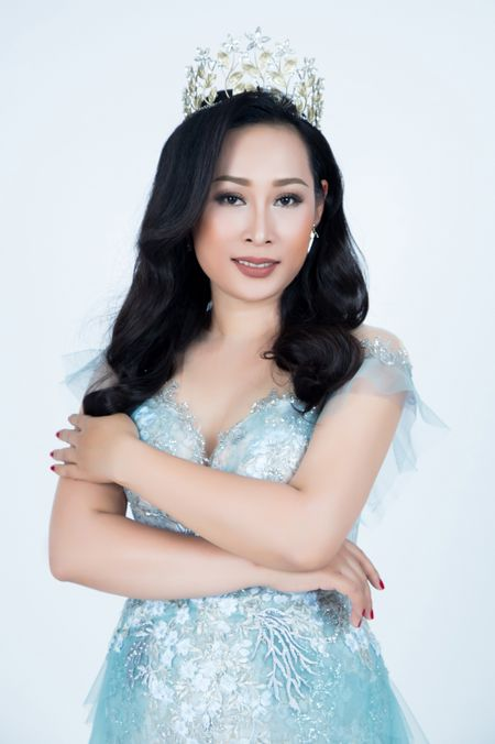 Fans ruot Ly Nha Ky dai dien Viet Nam thi sac dep quoc te Mrs Universe 2017 - Anh 1