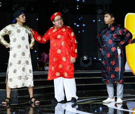 NSUT Kim Tu Long an can cham soc vo thu ba trong hau truong - Anh 8