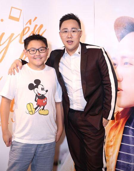 "Tra My Idol ""tron"" chong va con trai den chuc mung Trung Quan - Anh 8"