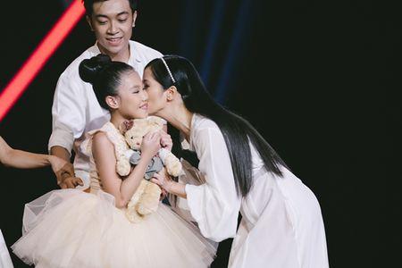 Diva Hong Nhung 'lam nen' cho thi sinh nhi mua ballet - Anh 1
