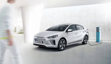 Hyundai se ra mat dong xe dien cao cap canh tranh voi Tesla - Anh 1