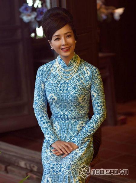 NSUT Chieu Xuan so huu vong eo 'thach thuc' Ngoc Trinh o tuoi 50 - Anh 10