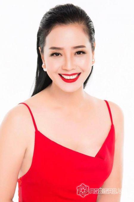 NSUT Chieu Xuan so huu vong eo 'thach thuc' Ngoc Trinh o tuoi 50 - Anh 11