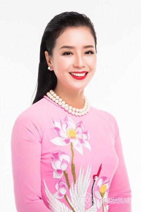 NSUT Chieu Xuan so huu vong eo 'thach thuc' Ngoc Trinh o tuoi 50 - Anh 9