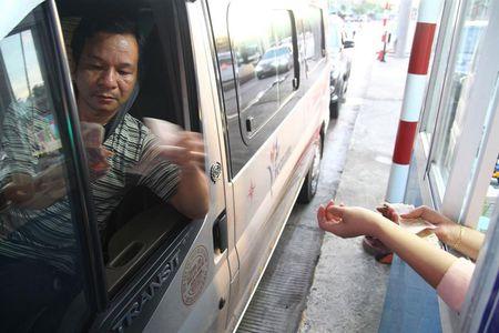 Hop bao nong ve Tram BOT Cai Lay: Dan dung tien le se chuyen sang thu phi dien tu - Anh 1