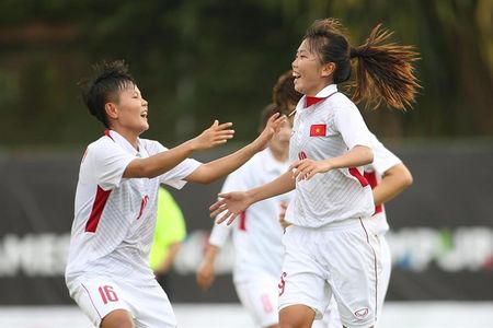 Doi tuyen nu VN thang Philippines 3-0, HLV Mai Duc Chung van chua vui - Anh 1