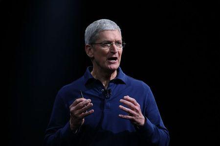 CEO Apple chi trich phan ung cua Donald Trump truoc vu bao dong tai Virginia - Anh 1