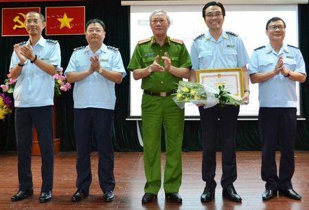Tong cuc Canh sat tang bang khen ve phong chong ma tuy - Anh 2