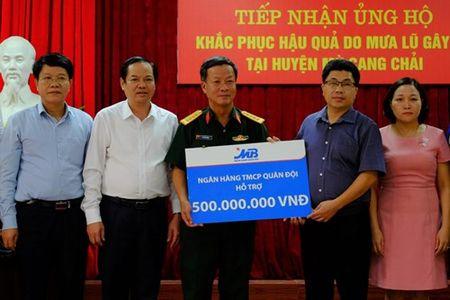 Ho tro 500 trieu dong giup huyen Mu Cang Chai - Anh 1