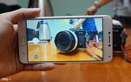 Can canh Zenfone 4 Max Pro voi camera kep sap ban tai Viet Nam - Anh 8