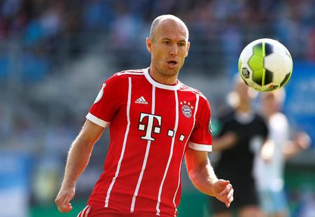 Mourinho keo Robben sang MU, Barca tang gia soc Coutinho - Anh 1