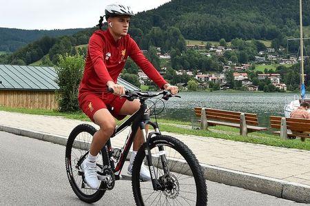 Mourinho keo Robben sang MU, Barca tang gia soc Coutinho - Anh 2