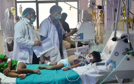An Do tiet lo nguyen nhan khien 60 tre em tu vong tai Uttar Pradesh - Anh 1