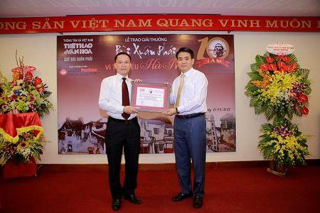 Chu tich TP Ha Noi Nguyen Duc Chung nhan giai thuong Bui Xuan Phai - Anh 1