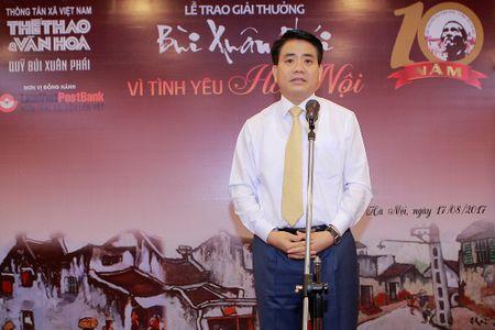 Chu tich TP Ha Noi Nguyen Duc Chung nhan giai thuong Bui Xuan Phai - Anh 2