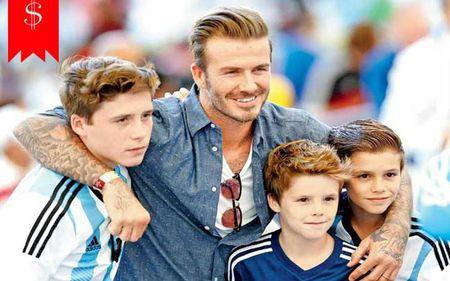 David Beckham chap nhan 'lui ve hau cung' thay vo cham soc gia dinh - Anh 3