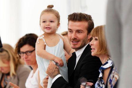 David Beckham chap nhan 'lui ve hau cung' thay vo cham soc gia dinh - Anh 4