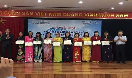 73 giao vien Viet Nam o nuoc ngoai hoan thanh tap huan giang day tieng Viet - Anh 1