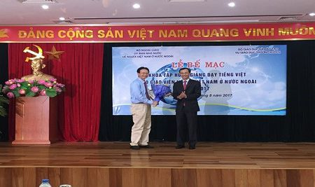 73 giao vien Viet Nam o nuoc ngoai hoan thanh tap huan giang day tieng Viet - Anh 2